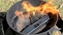 把手枪放进锅里红烧: 最后成一坨都认不出来了