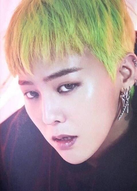 绿头发权志龙卸妆后素颜照