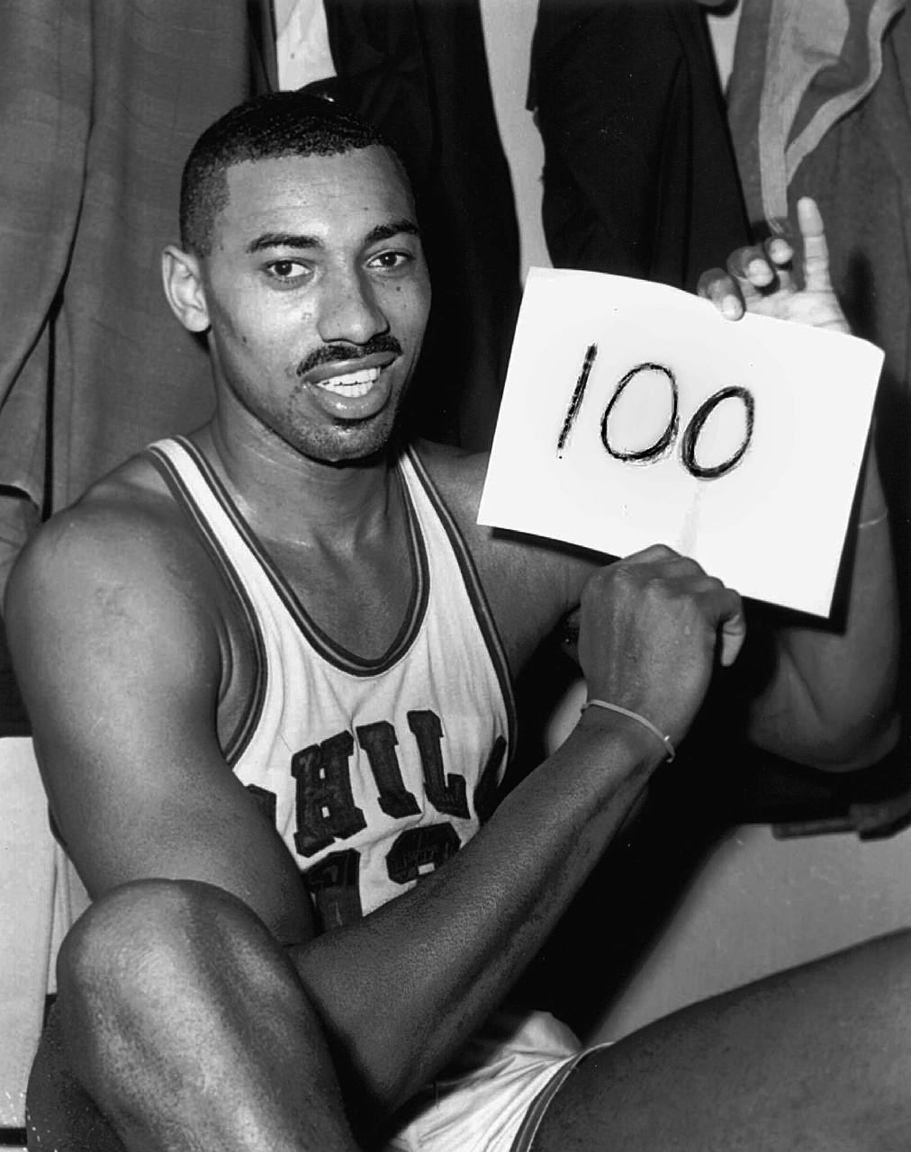 10次入选NBA最佳阵容,科比职业生涯1次当选MVP,巅峰期的奥尼尔完全是不可阻挡的(图1)