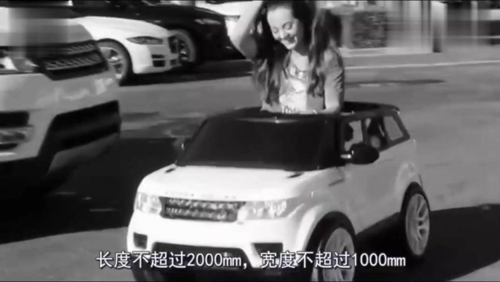 一女子6万块买辆迷你版路虎!0.3T发动机,5秒钟就能加满一箱油