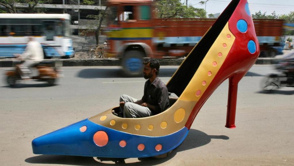 又开挂?印度牛人制造200辆汽车,每天上班不重样!