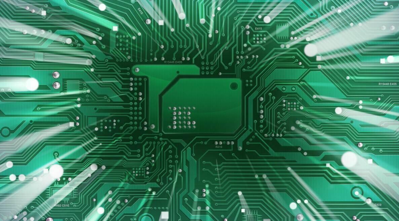 集微网综合报道,日前台积电总经理暨共同 CEO 魏哲家在法说会上表示,目前台积电已经有超过 10个客户流片了 7 纳米工艺制程,预计将于今年第一季度出货,而到 2018 年底将有数十个客户采用 7 纳米。 据悉,此次台积电 7 纳米的客户中大陆厂商就有两家比特大陆和海思。其中,海思在台积电 16 纳米和 10 纳米两个制程时期一战成名后,正全力挺进 7 纳米制程,而 7 纳米的第一供应商非台积电莫属。 此外,比特大陆也是台积电另一个重要的大陆客户。集微网此前报道过,比特大陆今年向台积电下单量逾 10 万