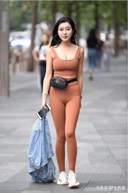 这衣服这么特别, 你会喜欢吗?