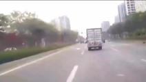 五菱面包车一脚急刹路人都震惊了这驾龄绝对10几年以上