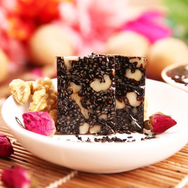 含有丰富的营养成分,常吃阿胶糕具有补血养气的功效.图片