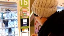 台湾妹纸第一次使用微信支付买牛奶,满脸的羡慕