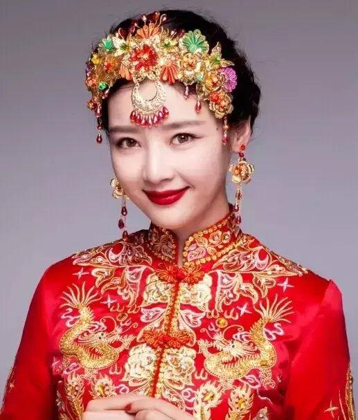 秀禾服新娘发型图片