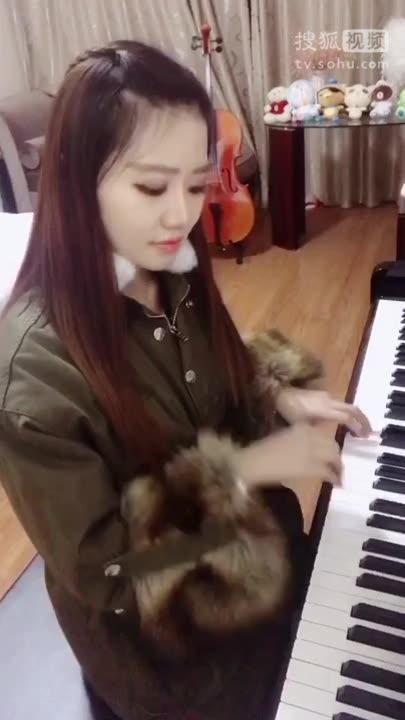 钢琴演奏《God is a girl》上帝是个女孩