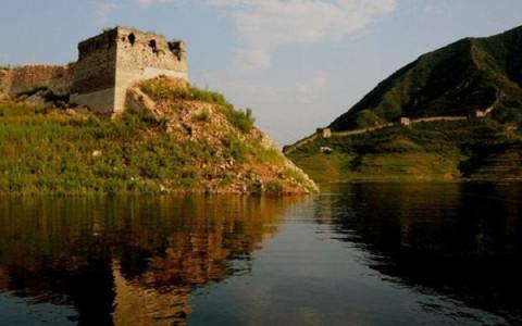 著名旅游景点:麻粒古岩,青山关景区,潘家口水库,将军山风景区等.
