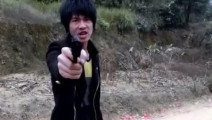 广西老表许华升搞笑打劫,有枪也干不过别人,落荒而逃,有种你别跑