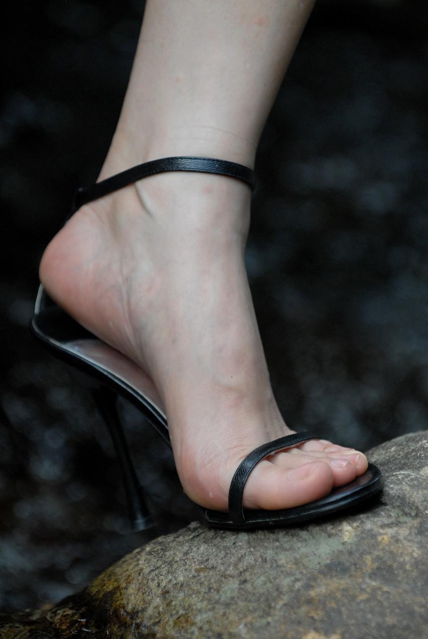 夏日清爽高跟鞋, 秀出女生青春味道