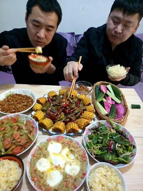 肉沫卧鸡蛋 猪肉炖豆角玉米 火腿肠炒西芹 凉拌穿心莲 二米饭