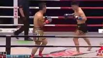 日本拳王场上不停挑衅,中国选手发怒一脚将其踢出擂台!解气