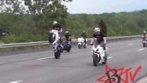离爱玩特技的摩托车车手,不然你的摩托车也得遭殃