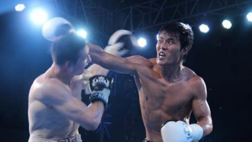 武林风 死神方便复出暴打KO王洪祥的美国拳王 裁判拉都拉不住