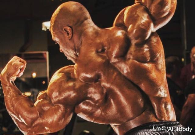 4个动作全面刺激背部肌肉, 让你的背又宽又厚