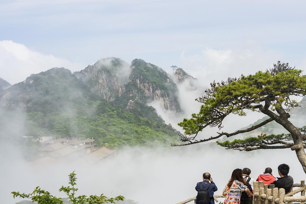 研究显示,安徽黄山风景区在搜索热度和门票预订人次二个方面均排全国