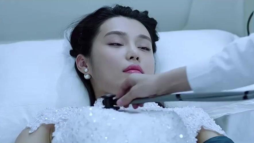 新娘病重,急诊科医生王珞丹通过皮肤情况诊断出病因,神奇!