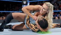 玩得好大!藤条抽在TNA摔跤美女身上真是肉疼