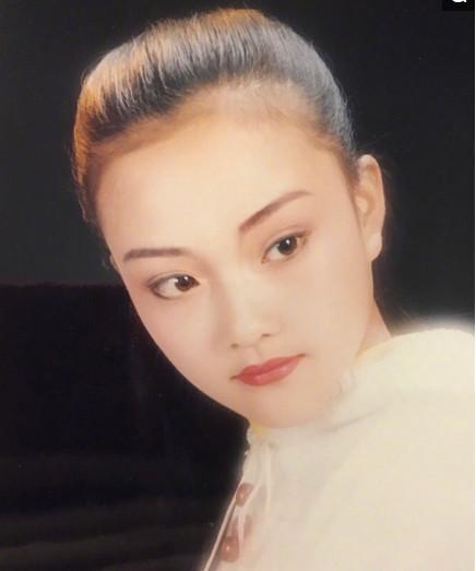 李小璐小时候照片爆出, 网友: 母女俩真是傻傻分不清呀