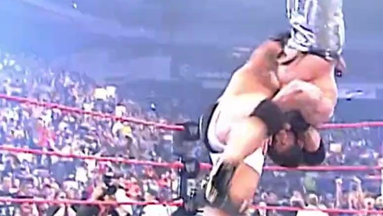 WWE: 重温高柏五大恩怨对决 战神之锤送给亨利和比奇洛