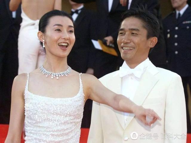 53岁张曼玉近照, 曾是银幕女神却屡受情伤, 如今瘦成纸片人
