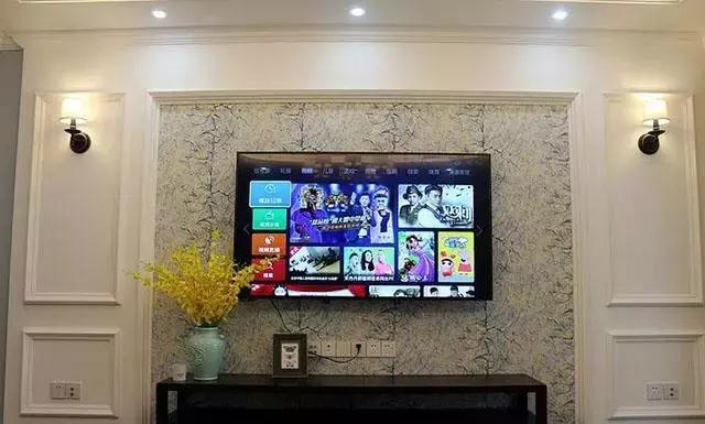 電視背景墻簡約大方,用石膏線做裝飾,背景墻的花色也挺好看的.