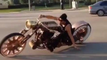 骑摩托车的注意了,你会骑这个嘛