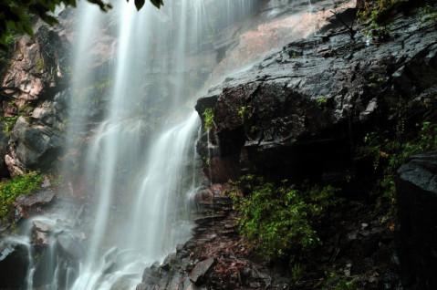 瀑布飞悬, 访阜平天生桥国家地质公园 - 微信奴