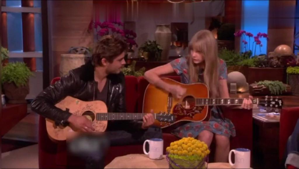 霉霉和Zac Efron为艾伦即兴吉他弹唱,看了不下十遍依然觉得精彩