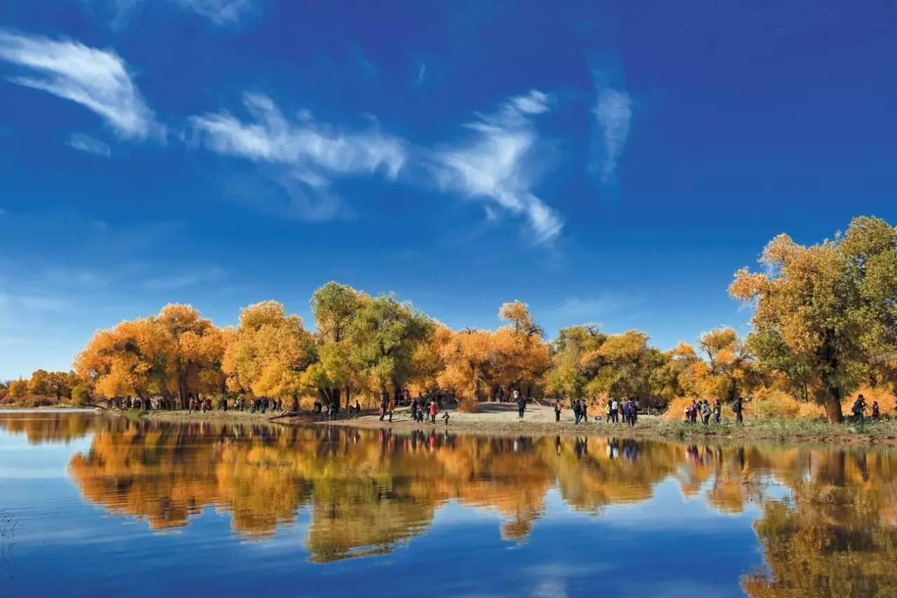 阿拉尔,是新疆维吾尔自治区直辖的县级市,北起天山南麓山地,南至塔克拉玛干沙漠边缘,东临沙雅县,西抵柯坪县,傍依阿克苏河、塔里木河、台兰河、多浪河水系。地理坐标为东经8030至8158,北纬4022至4057之间。东邻沙雅县,西依阿瓦提县,南、北靠阿克苏市,东北接新和县。东西相距281公里,南北相距180公里。与吉尔吉斯斯坦、塔吉克斯坦和哈萨克斯坦共和国接壤,与巴基斯坦和印度临近,有着较丰富的边境口岸和边贸资源。 本次阿拉尔作为《魅力中国城》的竞演城市,将在8月4日周五,央视播出第四周的对