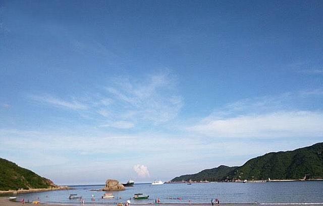 """—  — 后海 三亚海棠湾附近还有个叫""""后海""""的地方,它隐匿在山与海"""
