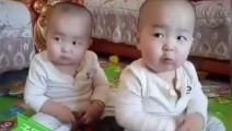 最萌双胞胎一起跳舞 后面那个宝宝动作才是亮点