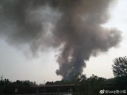 北京蟹岛度假村附近突发火灾
