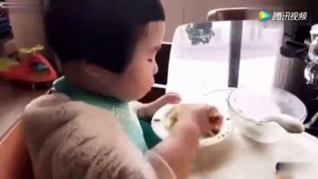 吃货小蛮, 一大碗米粥, 大鸡腿, 一盘蔬菜拼盘, 全部吃光光, 赞