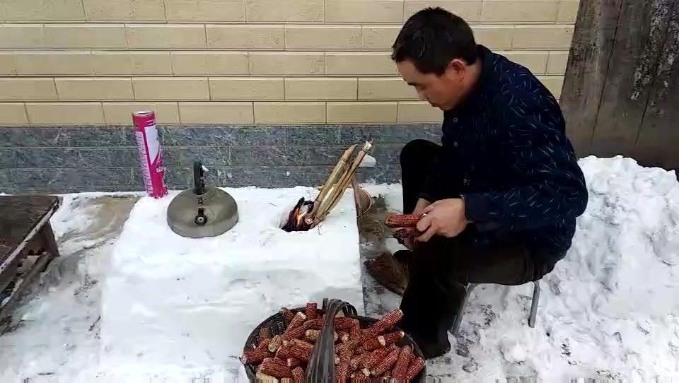 武乡农村高科技: 雪泥小火炉,能烧一壶无?