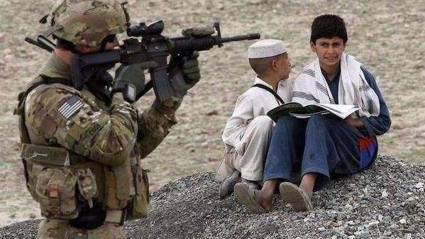 这是美军血的教训 在中东, 为什么美军被禁止给小孩发糖果