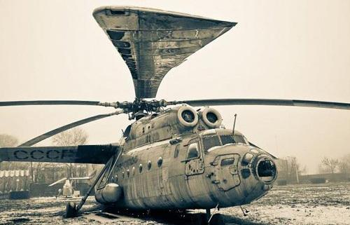 有一片巨大的飞机墓地,这里成了9000多架前苏联时期的军用和民用飞机