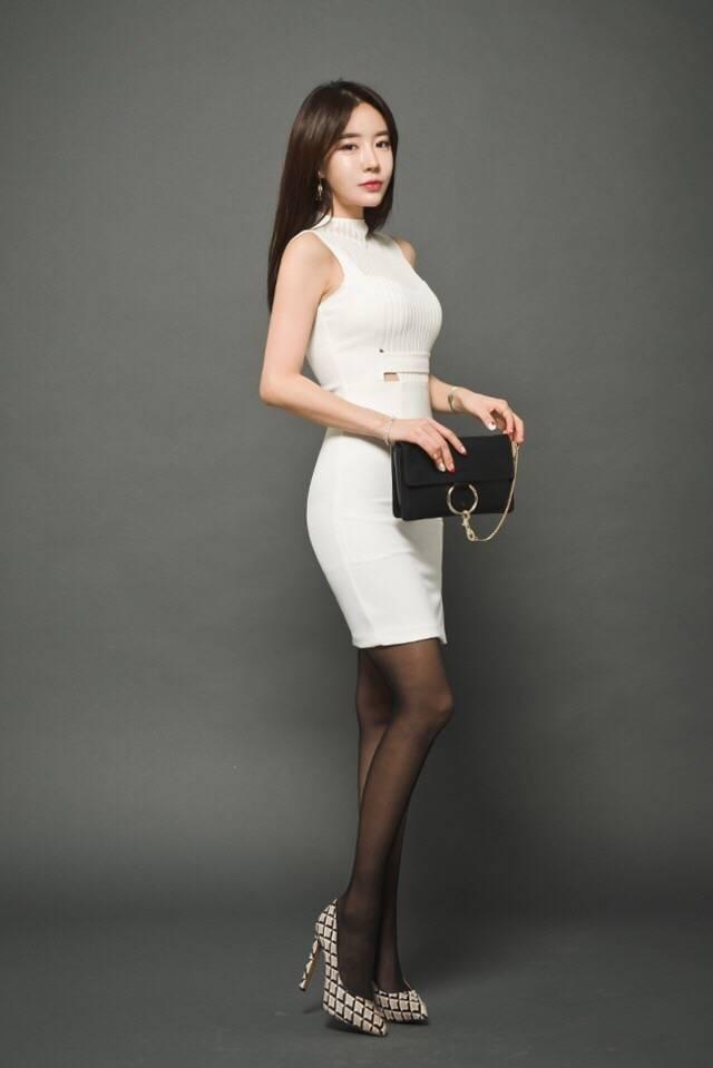 半身裙黑丝袜_包臀裙配黑丝袜, 绝配穿搭让你在人群中成为焦点