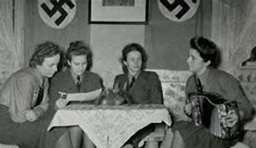 变态魔鬼纳粹女魔头 女囚胸大就得死图片
