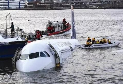 飞机迫降旅客求生指南: 不听指挥才最可怕