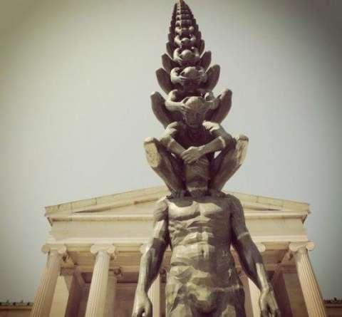 美国的羯磨,由韩国雕塑家与美国雕塑家共同打造,虽然雕像的高度