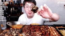 韩国大胃王吃烤肉,够全家吃的了