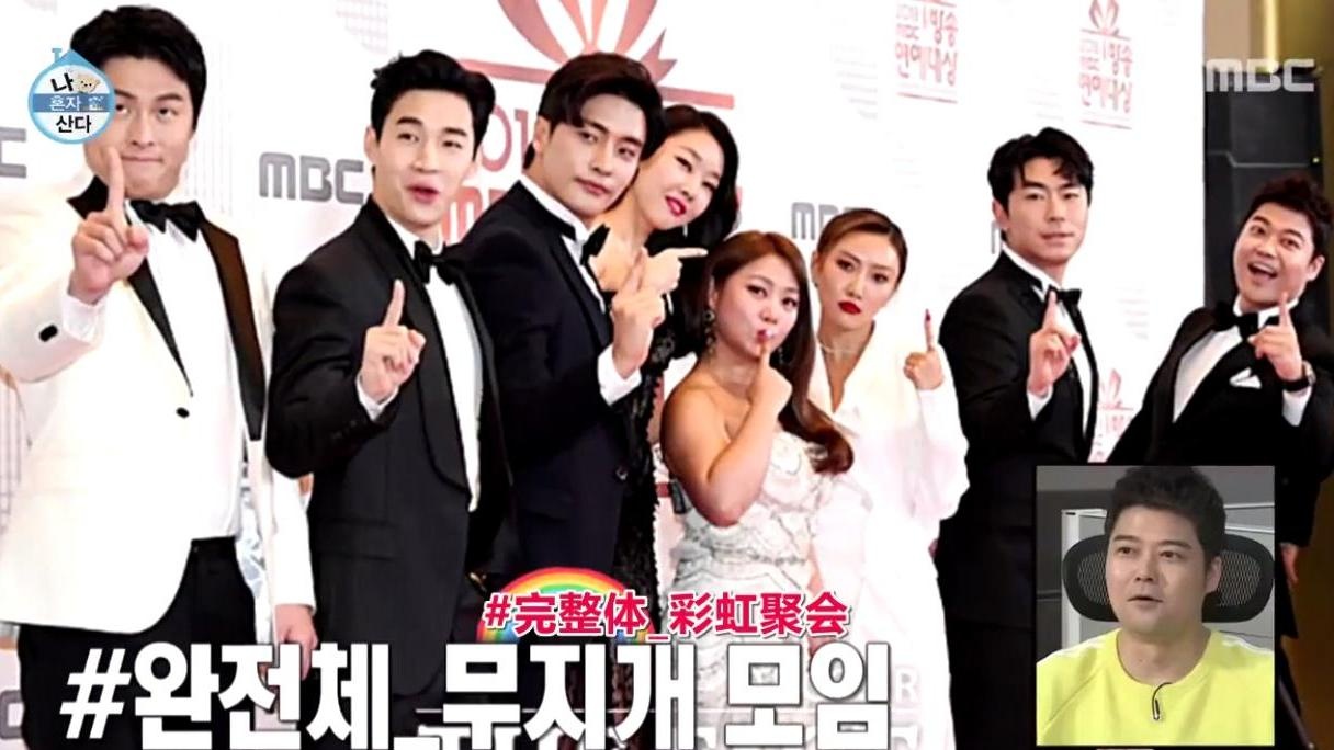 韩国明星获得年度大奖, 兴奋到把桌子捶塌了, 场面非常尴尬!