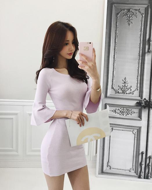 孙允珠吊带低胸衫超短包臀裙, 质傲清霜色, 香含秋露华图片