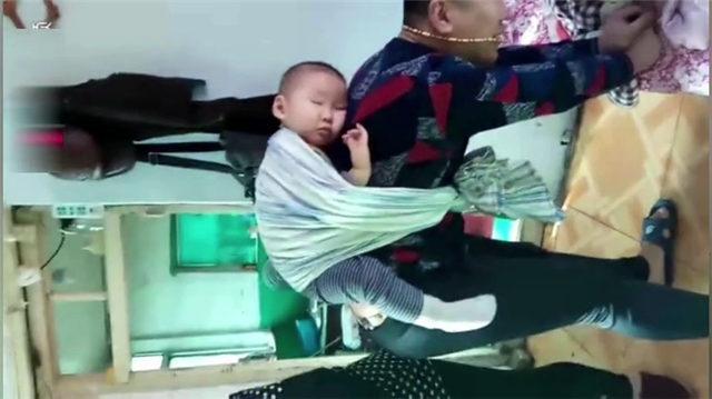 实拍: 为了哄儿子睡觉宝爸也是拼, 网友: 知道媳妇不容易了吧