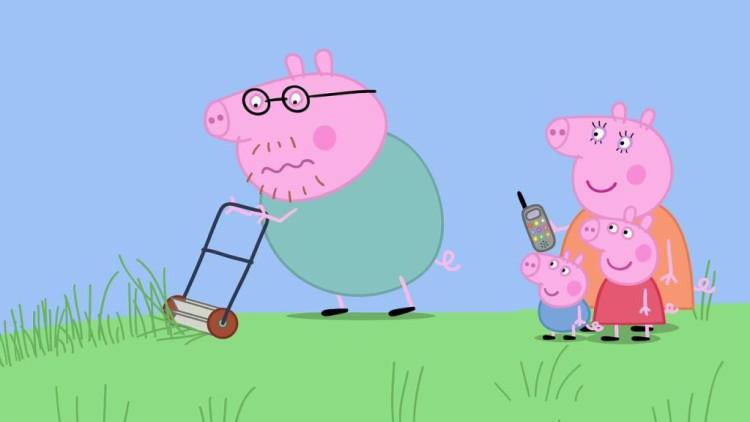 小猪佩奇动画片:猪爸爸的割草机坏了,打电话给猪爷爷备课v爸爸小学请求的重要性图片