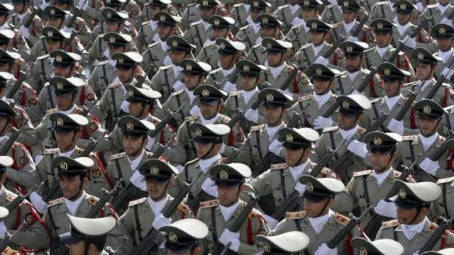 携霍尔木兹海峡布防图, 白宫派出一艘军舰迎接 伊朗重要将领叛逃,