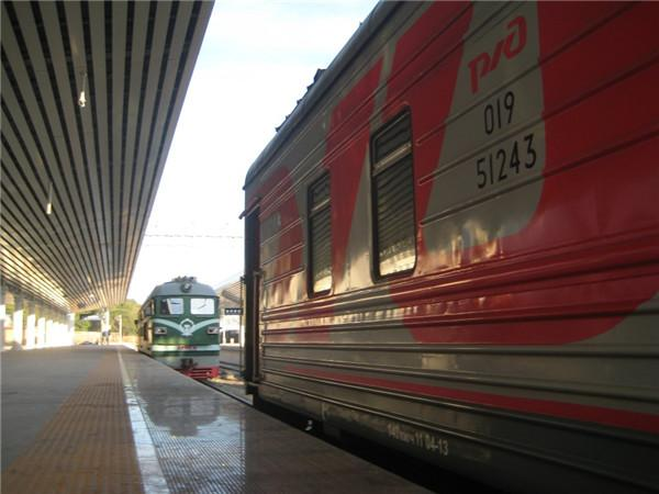 跟着火车上的俄罗斯帅哥(美女)学学俄语也是度过愉快的火车时间的不二