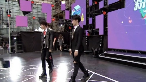 粉丝嘉年华#2017年度盛典,风之少年表演《上海LOCKING》